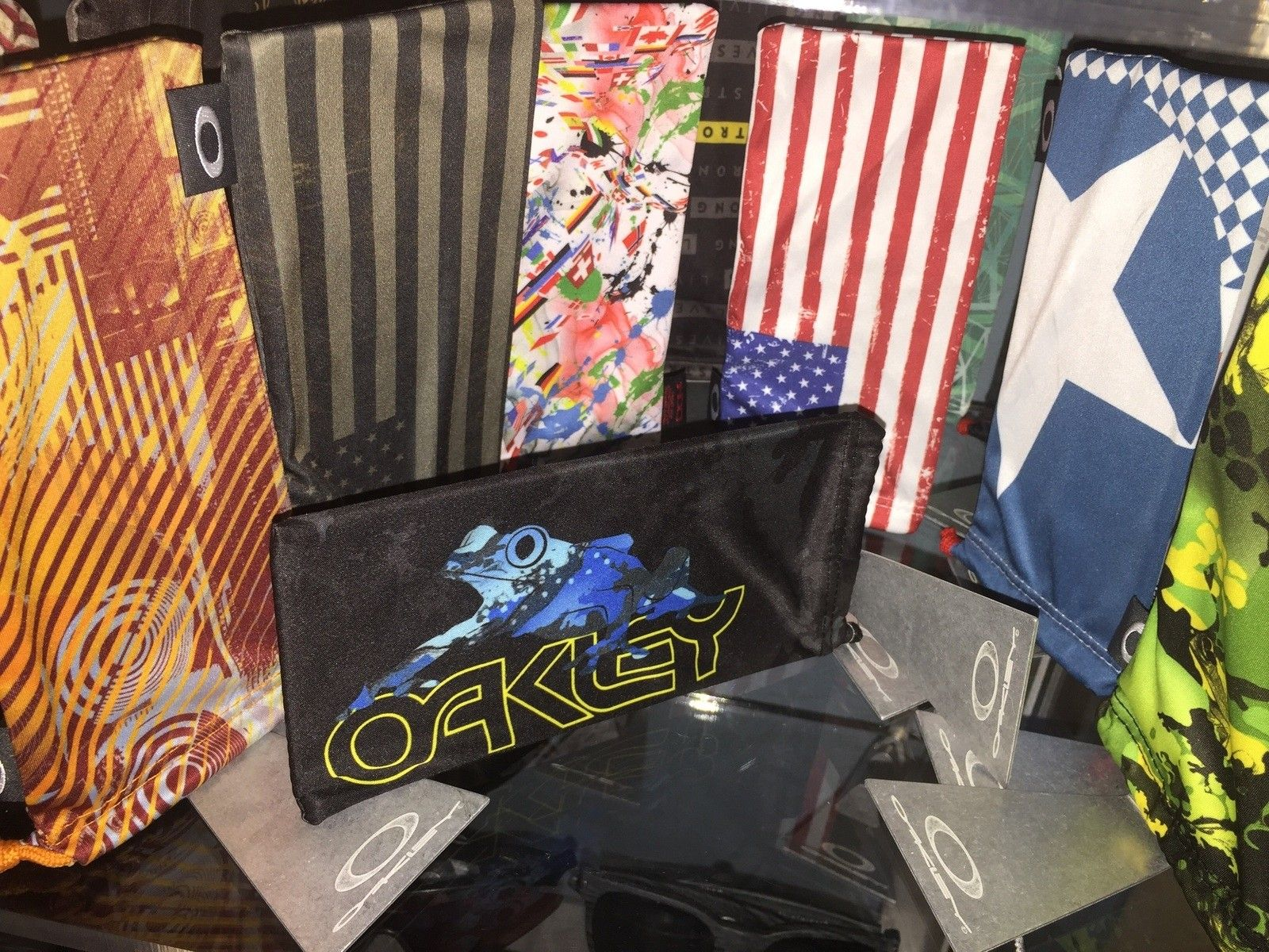 Oakley metal base logo  microfiber bag holder/display can put side ways too - image.jpg