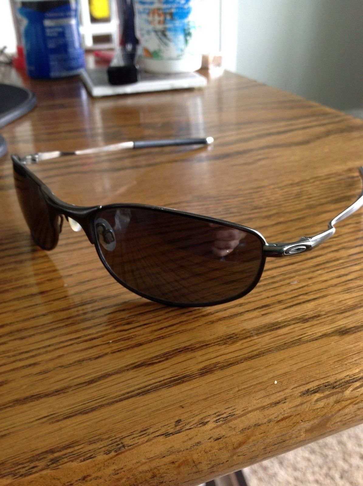Need help identifying model of oakley sunglasses - image.jpg