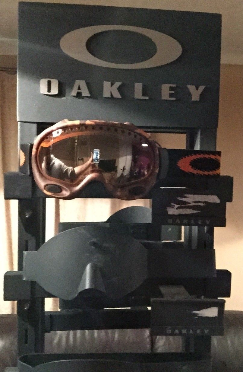 Oakley Goggle Display Tower - image.jpg