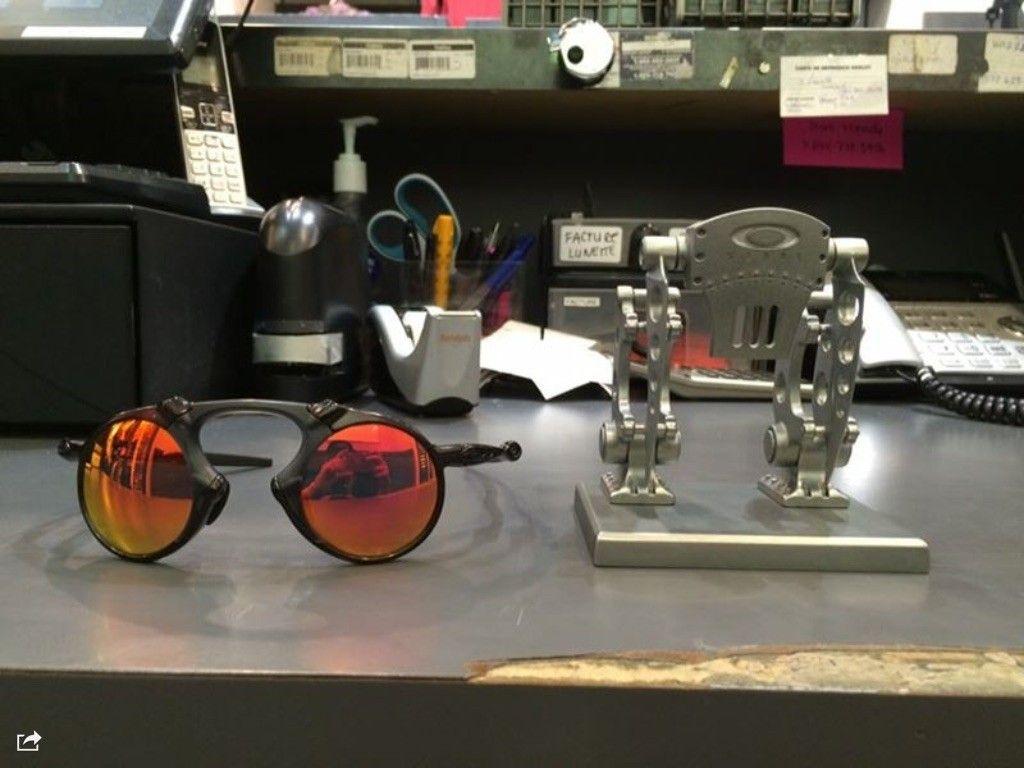 Oakley robotic store front display - image.jpg