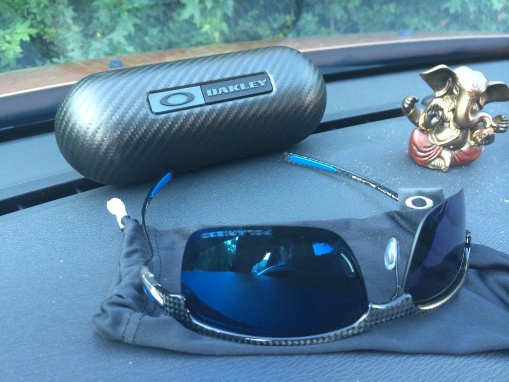 71a867902f 2 Pairs Of Carbon Blades - Ice Iridium With Polished Frame   Gray Polarized  Matte Frame