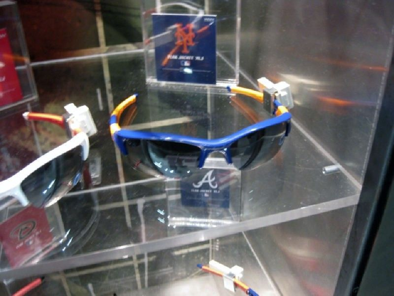 Oakley Times Square Store W/ Pics! - img1400wd.jpg
