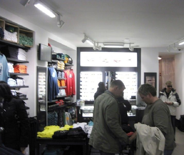 Oakley Times Square Store W/ Pics! - img1407m.jpg