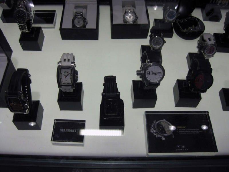 Oakley Times Square Store W/ Pics! - img1413z.jpg