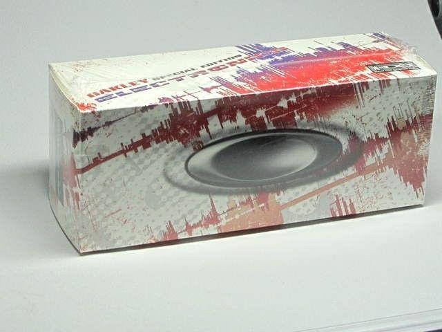 Oakley Thump Pro White Hot Edition,1GB , SEALED BOX  Sku 05-198 - img4187o.jpg