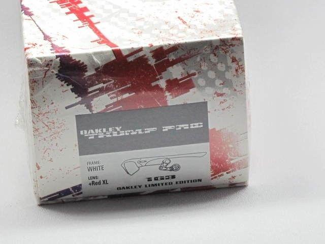 Oakley Thump Pro White Hot Edition,1GB , SEALED BOX  Sku 05-198 - img4188on.jpg