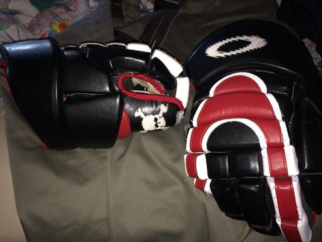 Oakley Hockey Gloves.. - IMG_0068_zpsabccee43.jpg