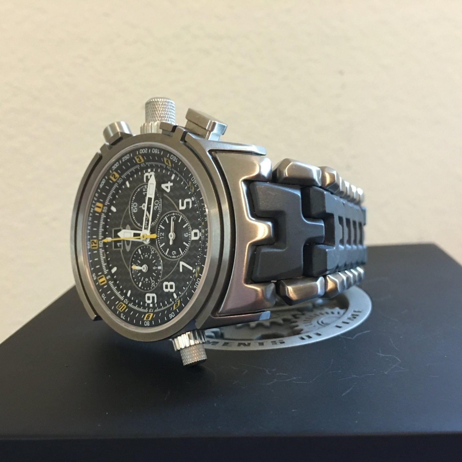 12-Gauge Special Edition Carbon Fiber/Yellow Dial (Free Watch Vault!) - IMG_0135.JPG