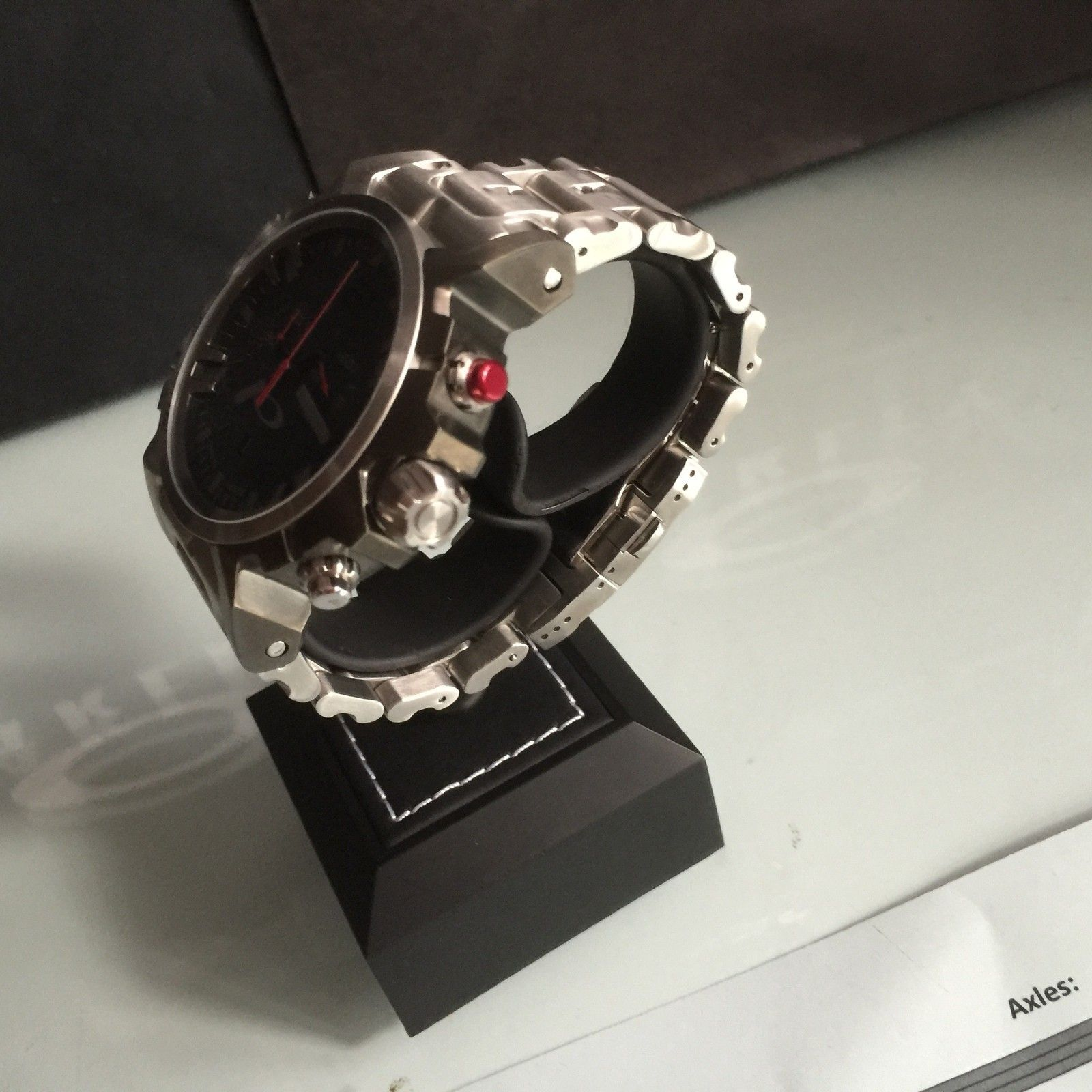 Are there different sizes of the top part of this watch stand? - IMG_0136.JPG