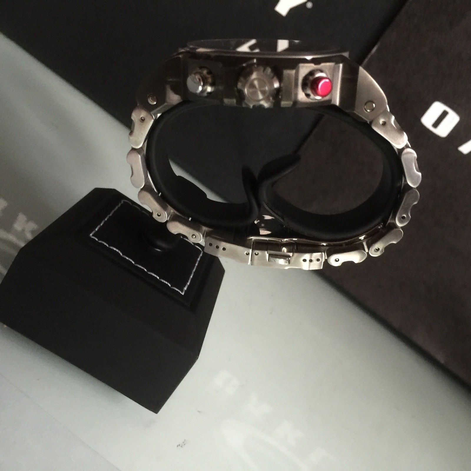 Are there different sizes of the top part of this watch stand? - IMG_0137.JPG