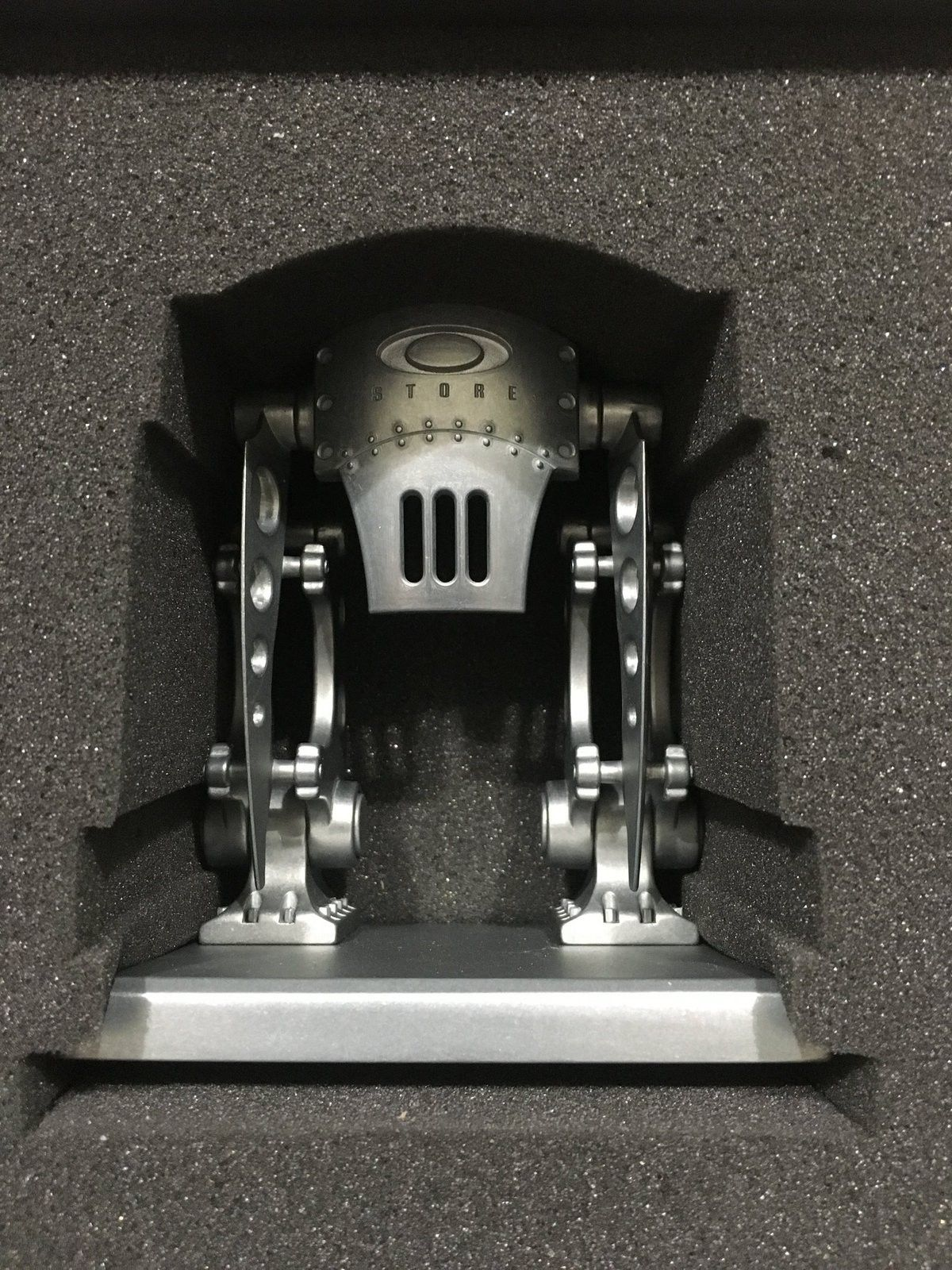 BNIB Oakley Robotic Store Fronts - IMG_0224.JPG