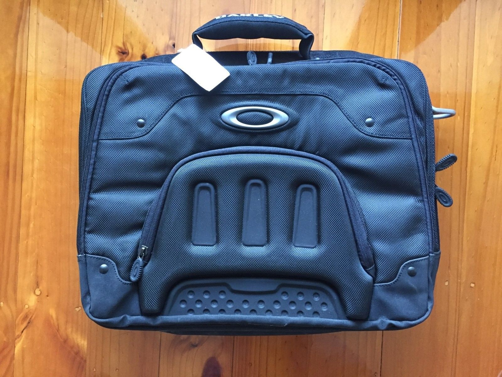 Which Laptop Bag is this? - IMG_0392.jpg