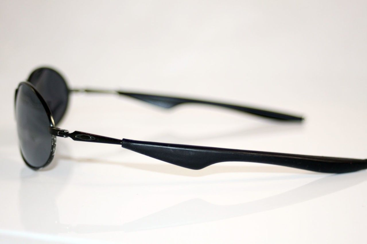 Can Anyone Identify These Mens Oakley Sunglasses? - IMG_0875.jpg