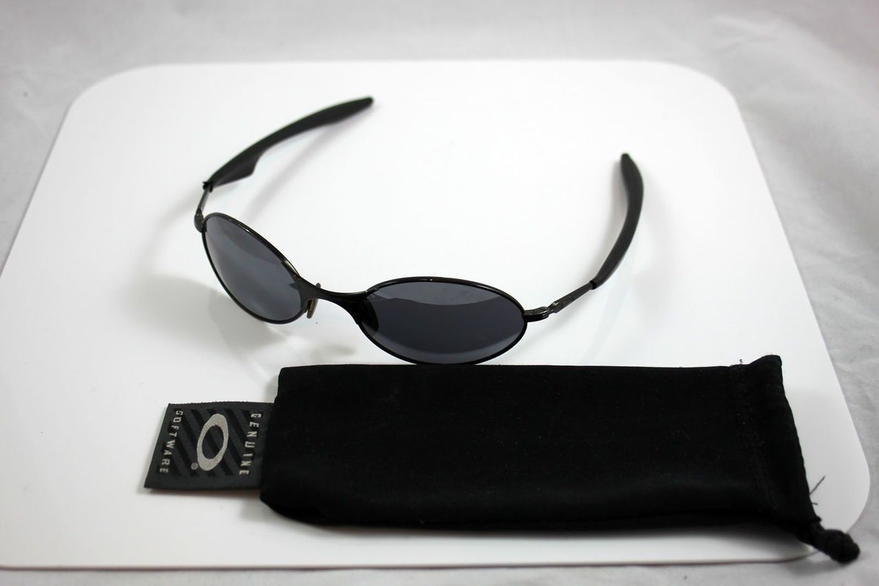 Can Anyone Identify These Mens Oakley Sunglasses? - IMG_0878.jpg