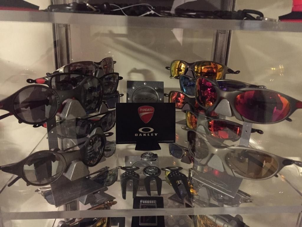 REGGAVEGGA'S Updated Collection (MY OAKLEY Room)..... - IMG_1268_zpsc82ed27c.jpg