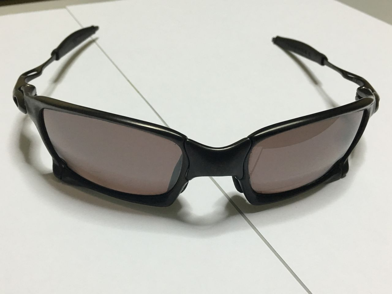 FS: Xsquared, Carbon frame OOBIP sku oo6011-08, Badman Plasma frame with Sapphire lenses - IMG_1383.jpg