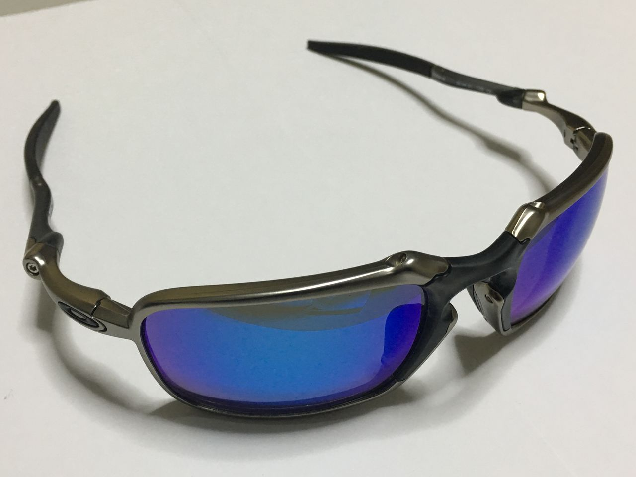 FS: Xsquared, Carbon frame OOBIP sku oo6011-08, Badman Plasma frame with Sapphire lenses - IMG_1385.jpg