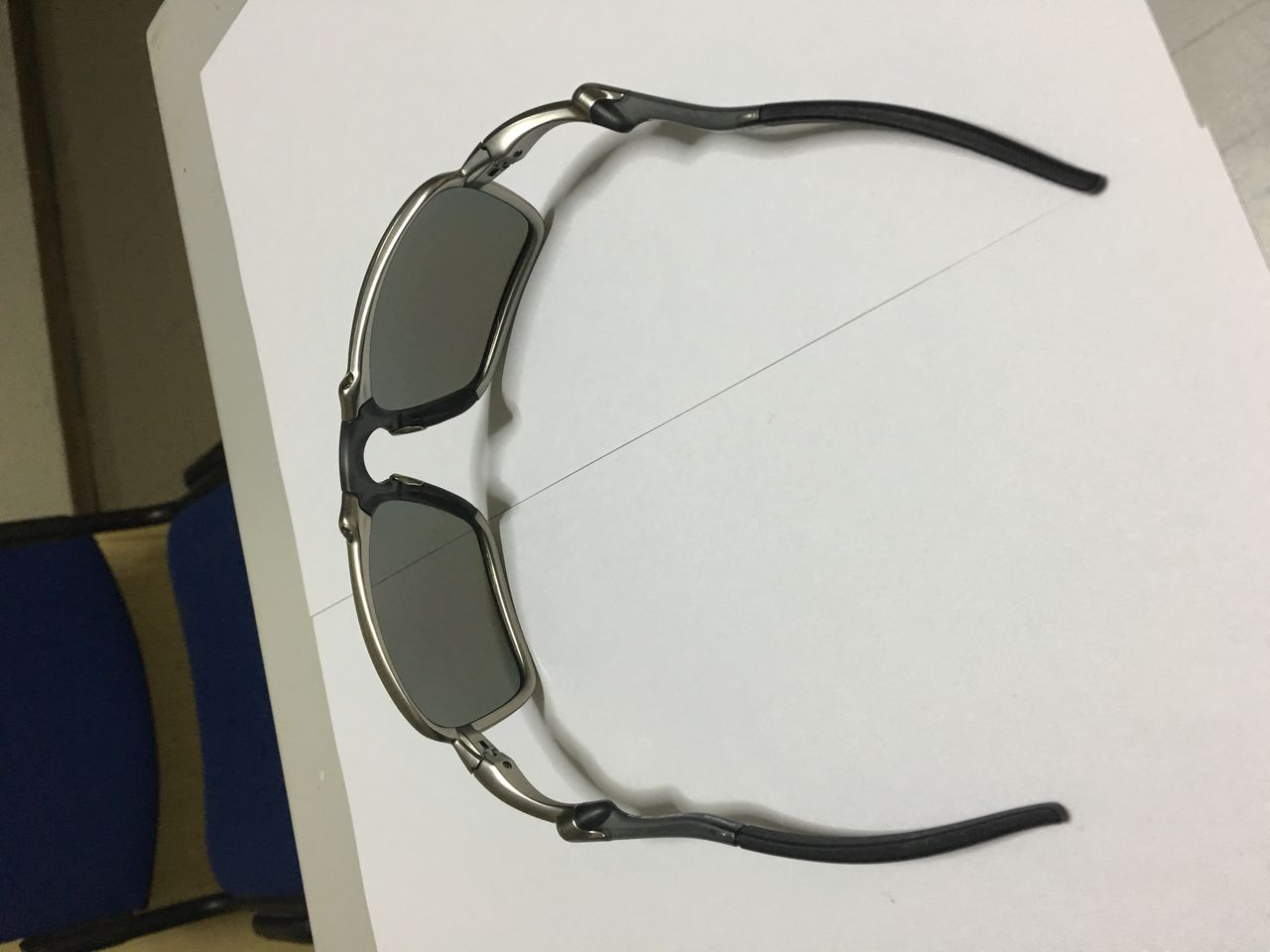 FS: Xsquared, Carbon frame OOBIP sku oo6011-08, Badman Plasma frame with Sapphire lenses - IMG_1388.jpg