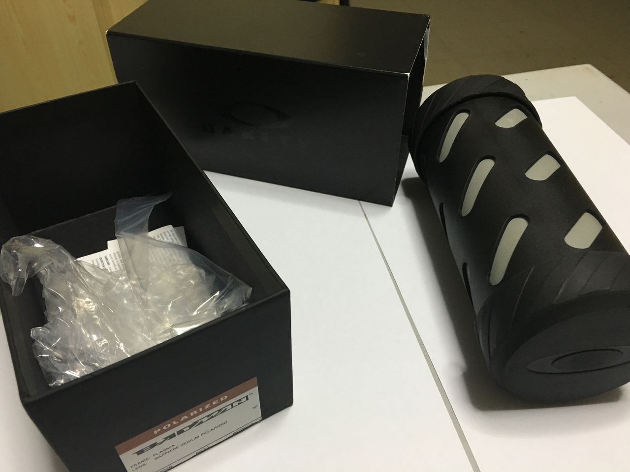 FS: Xsquared, Carbon frame OOBIP sku oo6011-08, Badman Plasma frame with Sapphire lenses - IMG_1390.jpg