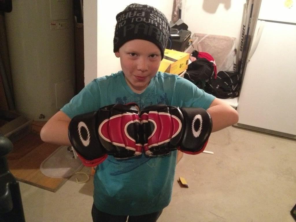 Hockey Glove And Money Clip - IMG_1500_zps69cdeae0.jpg