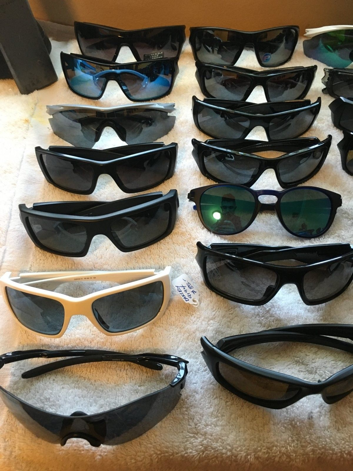 LOTS OF OAKLEYS, GREAT PRICES! - IMG_1727.JPG