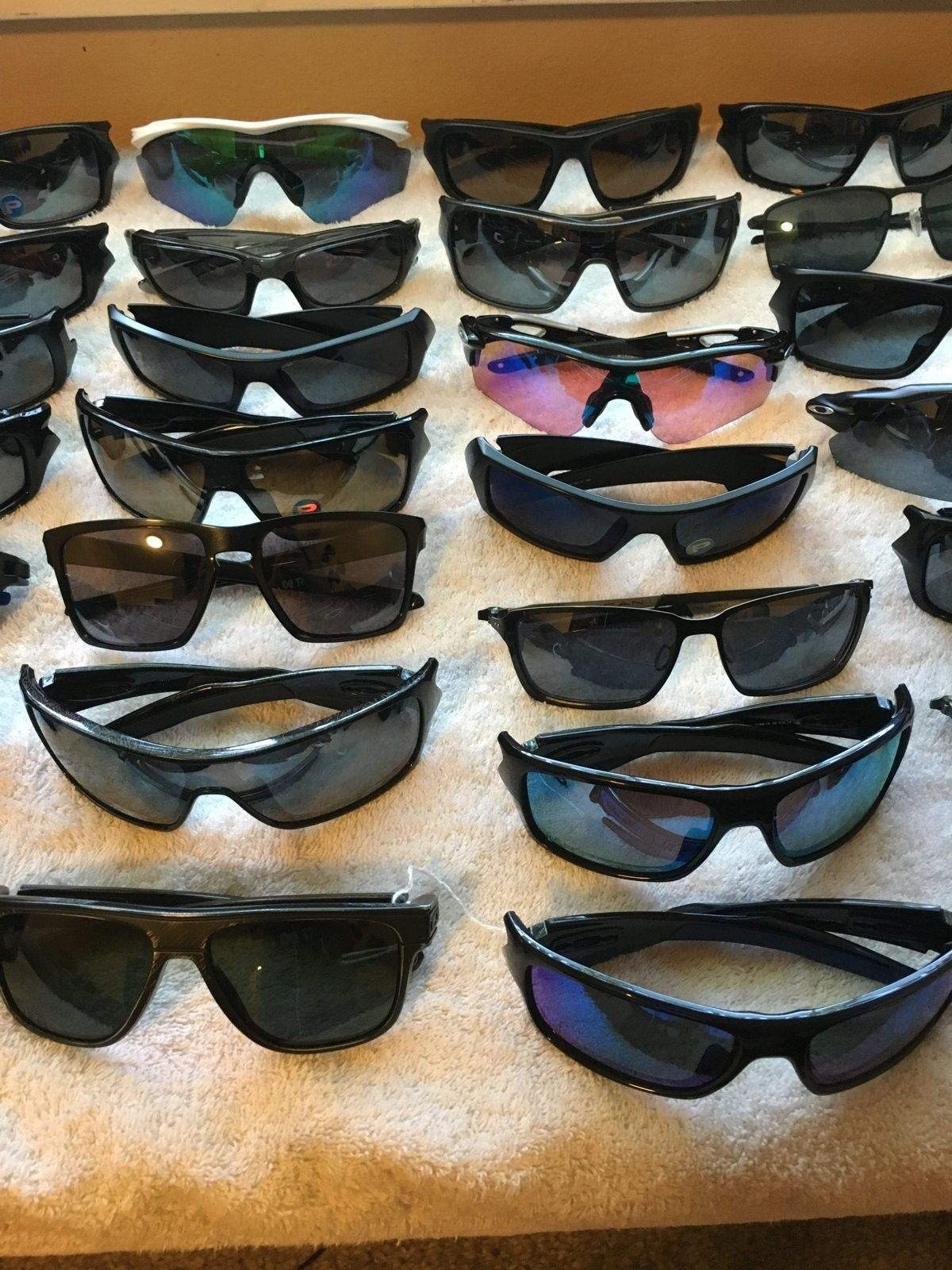 LOTS OF OAKLEYS, GREAT PRICES! - IMG_1728.JPG