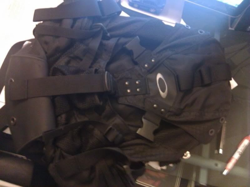 Oakley Icon (1.0 Aka Original) Backpack In Full Black, Good Condition - IMG_20110912_070438.jpg