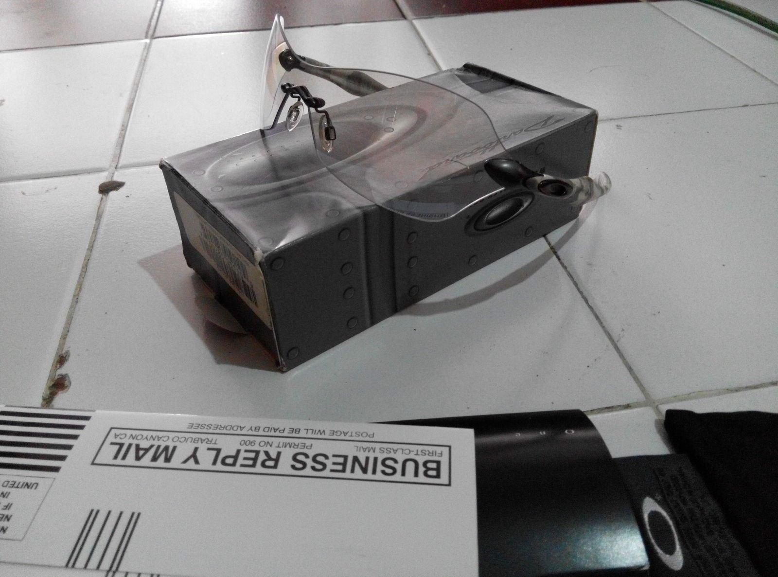 Oakley dartboard white camo with ti clear lens - IMG_20141202_112358.jpg