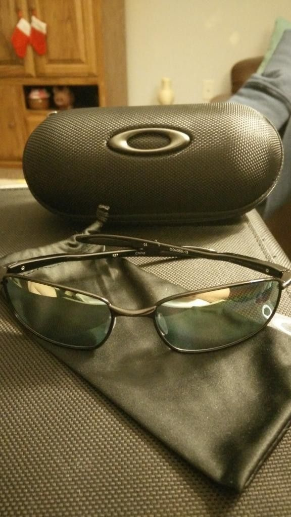 Gently Used Black Blenders with Emerald Polarized lenses - IMG_20141230_232944.jpg
