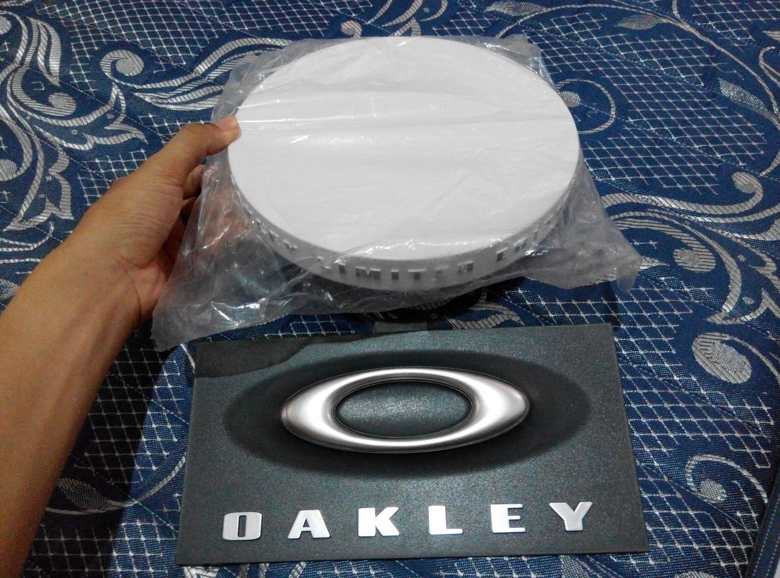 White limited edition tray & 3D display sign - IMG_20150413_163401.jpg