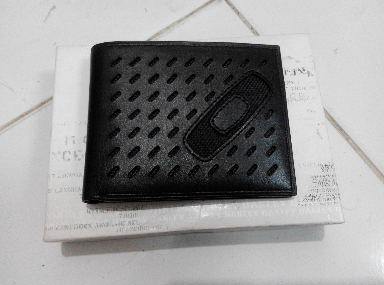 Oakley square o perf wallet - IMG_20150902_175415.jpg