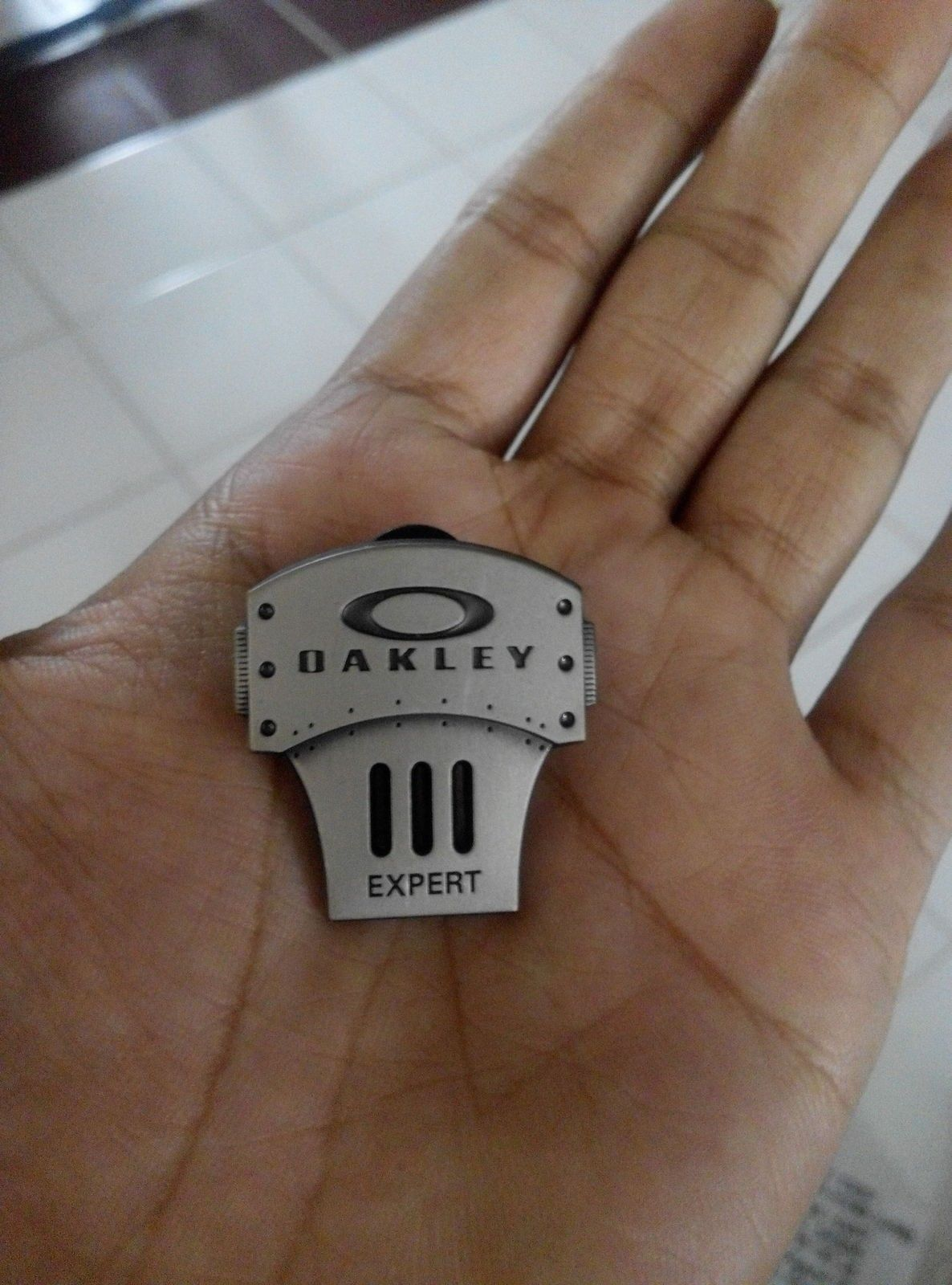 oakley expert pin. new - IMG_20151215_130649.jpg
