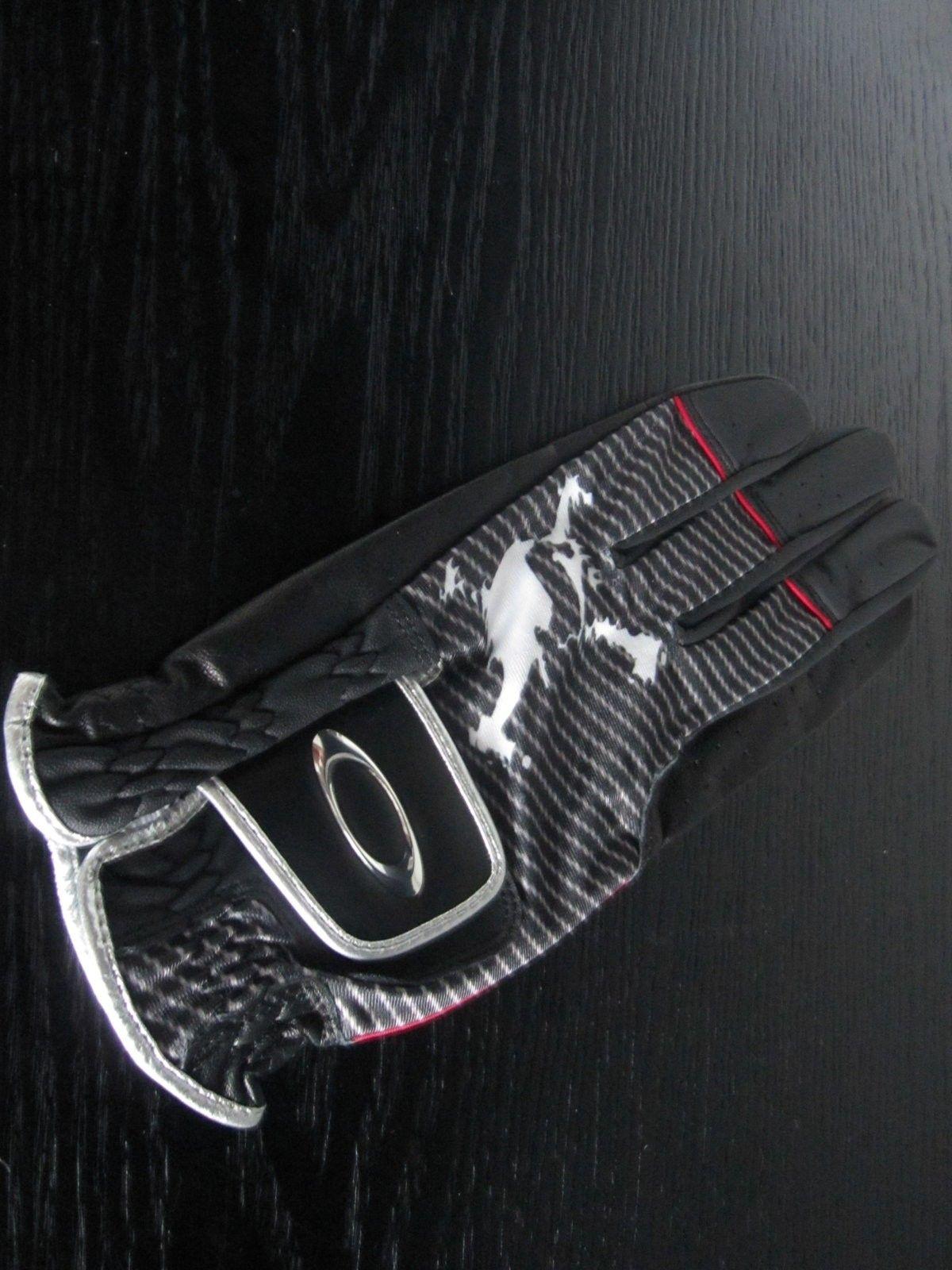 BNIB Oakley Japan Skull Golf Gloves - Various Sizes - *** LAST ONE *** - IMG_4574.JPG