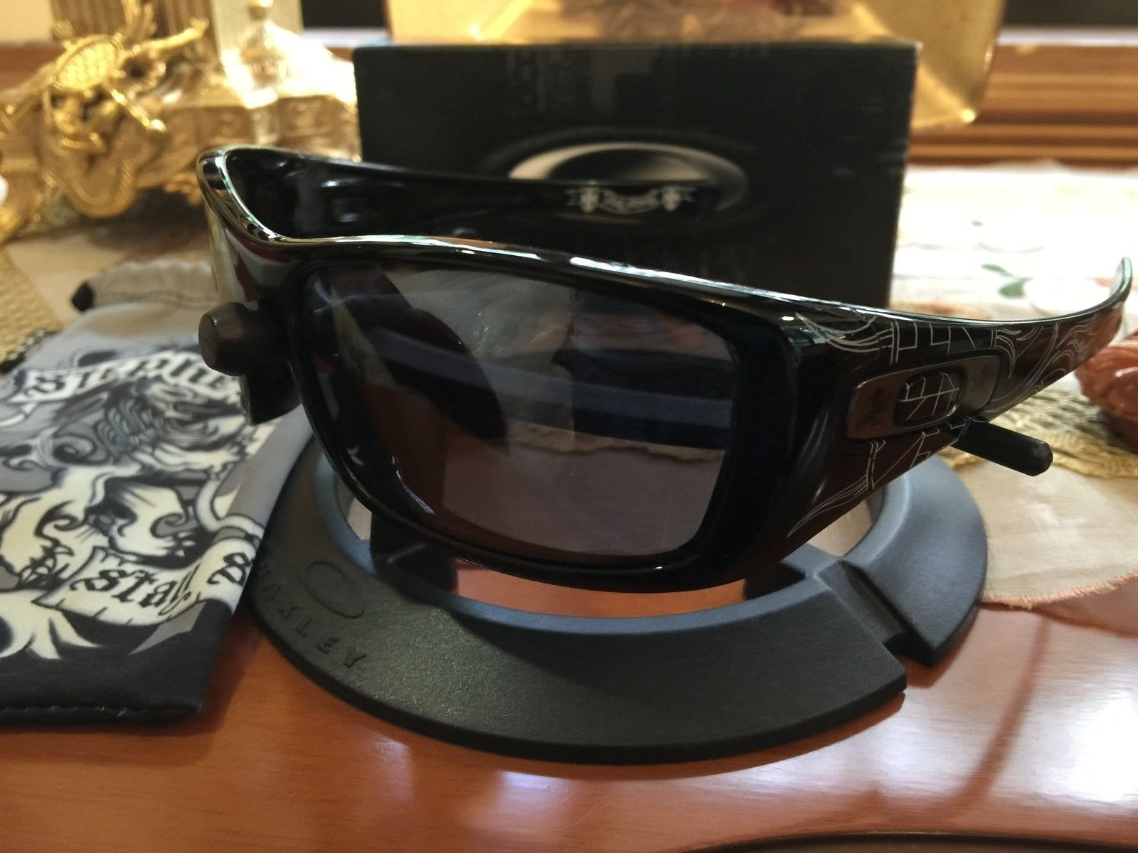 Got me some Old and New Oakleys... - IMG_5327[1].JPG
