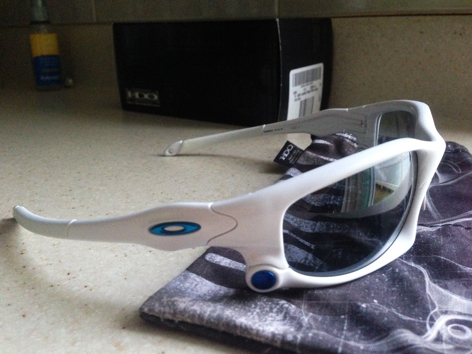 SPLIT JACKET POLISHED WHITE- BLUE ICON/ THRU BOLT/ GREY IRIDIUM LENSES - IMG_5395.JPG
