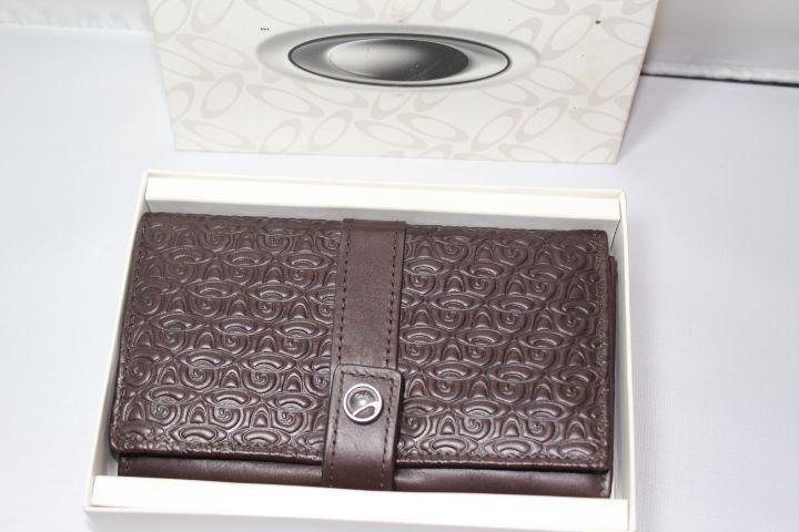 BNIB Women's Swirly O Leather Wallet - IMG_8330.JPG