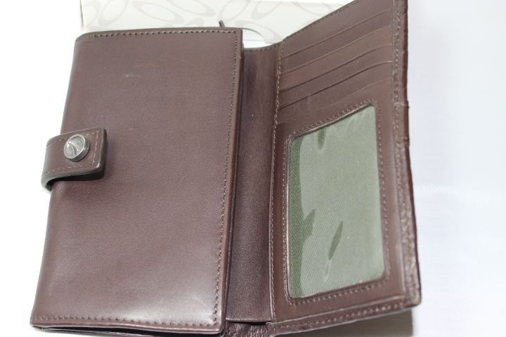 BNIB Women's Swirly O Leather Wallet - IMG_8333.JPG