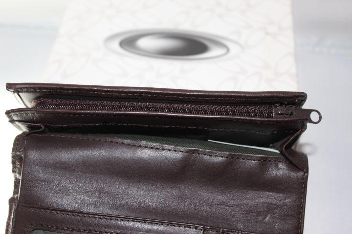 BNIB Women's Swirly O Leather Wallet - IMG_8334.JPG