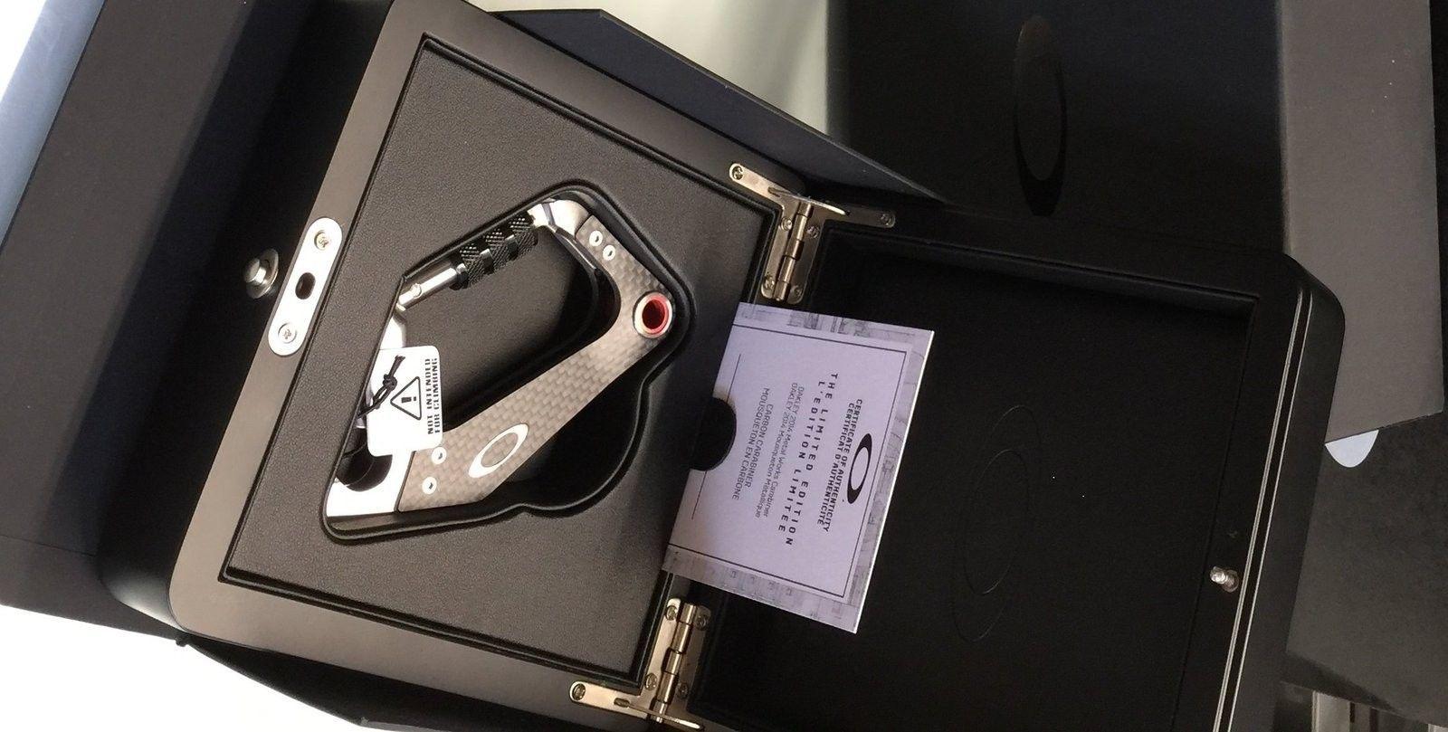 BNIB Limited edition carbon carabiner #463 - IMG_8372a.jpg