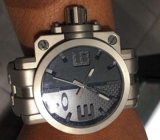 A new daily-wearer, my first (and probably the only) Oakley watch - IMG_8811.JPG