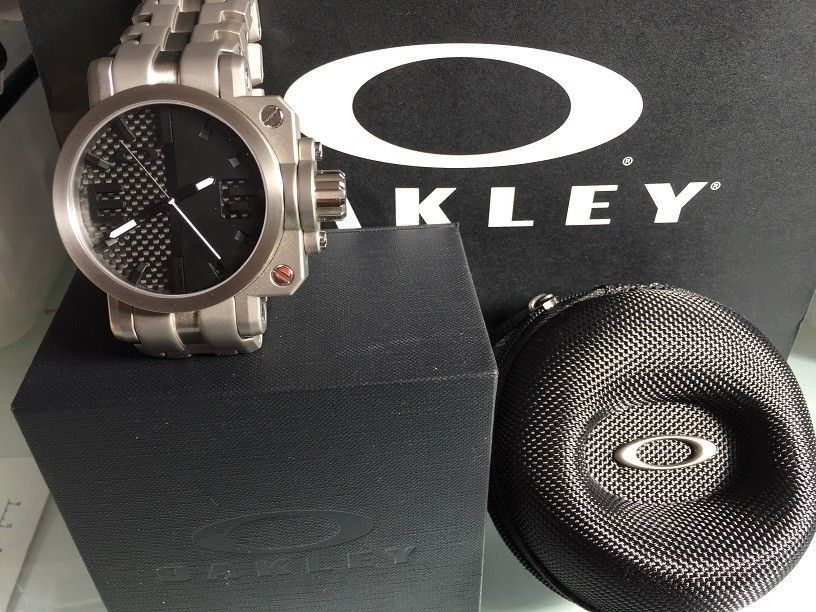 A new daily-wearer, my first (and probably the only) Oakley watch - IMG_8814.JPG