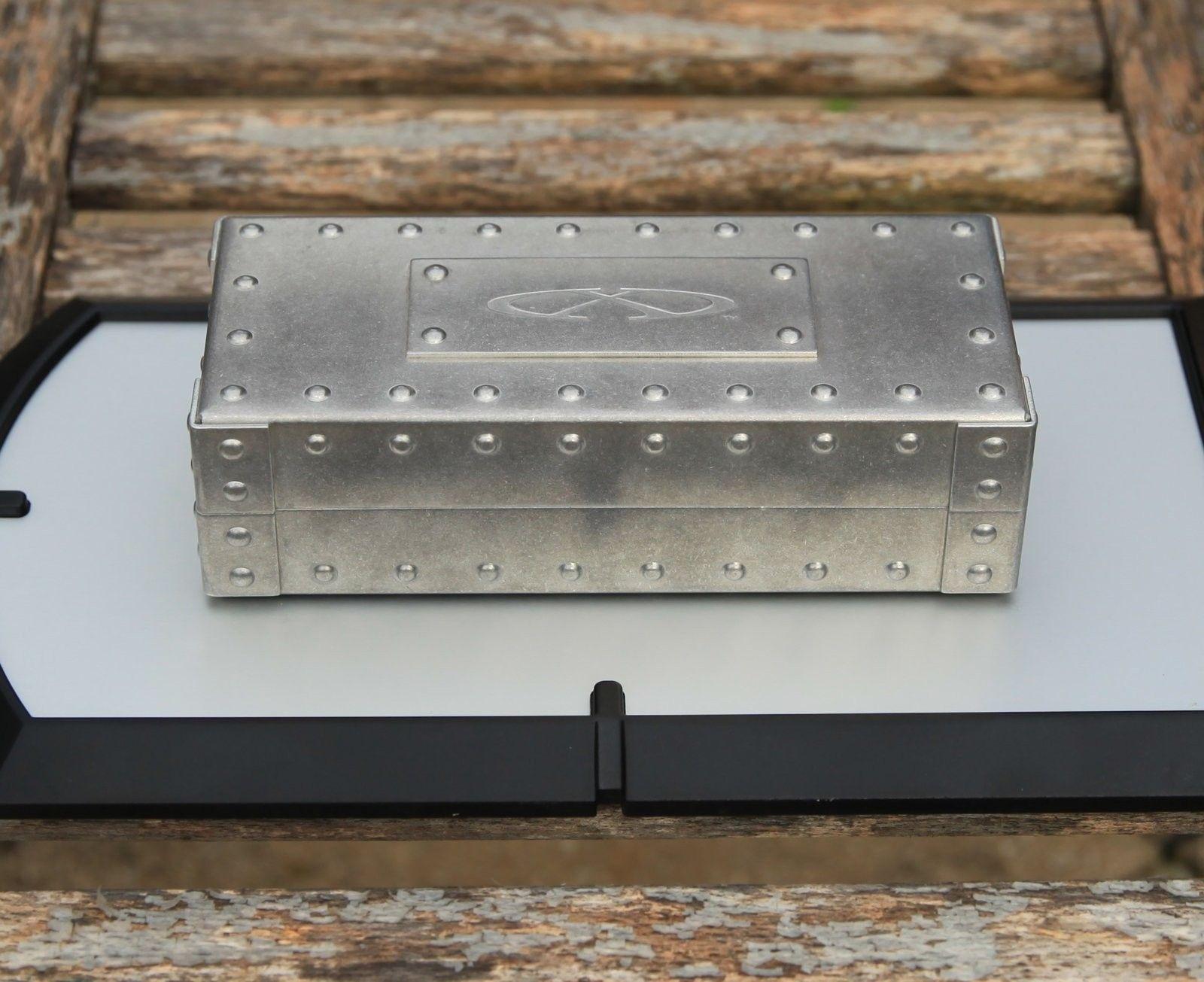 BNIB X-Metal Vault - IMG_9960.jpg