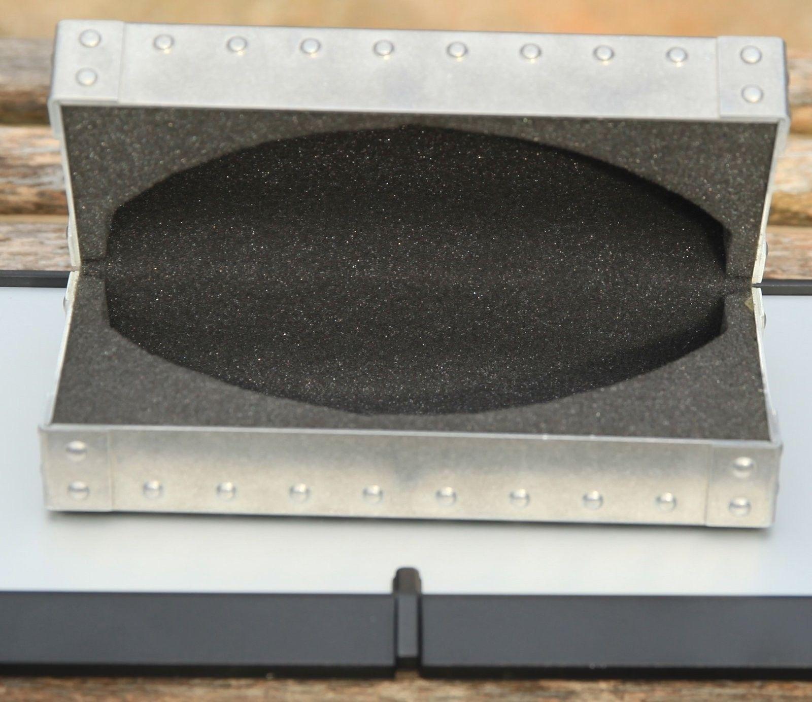 BNIB X-Metal Vault - IMG_9961.jpg