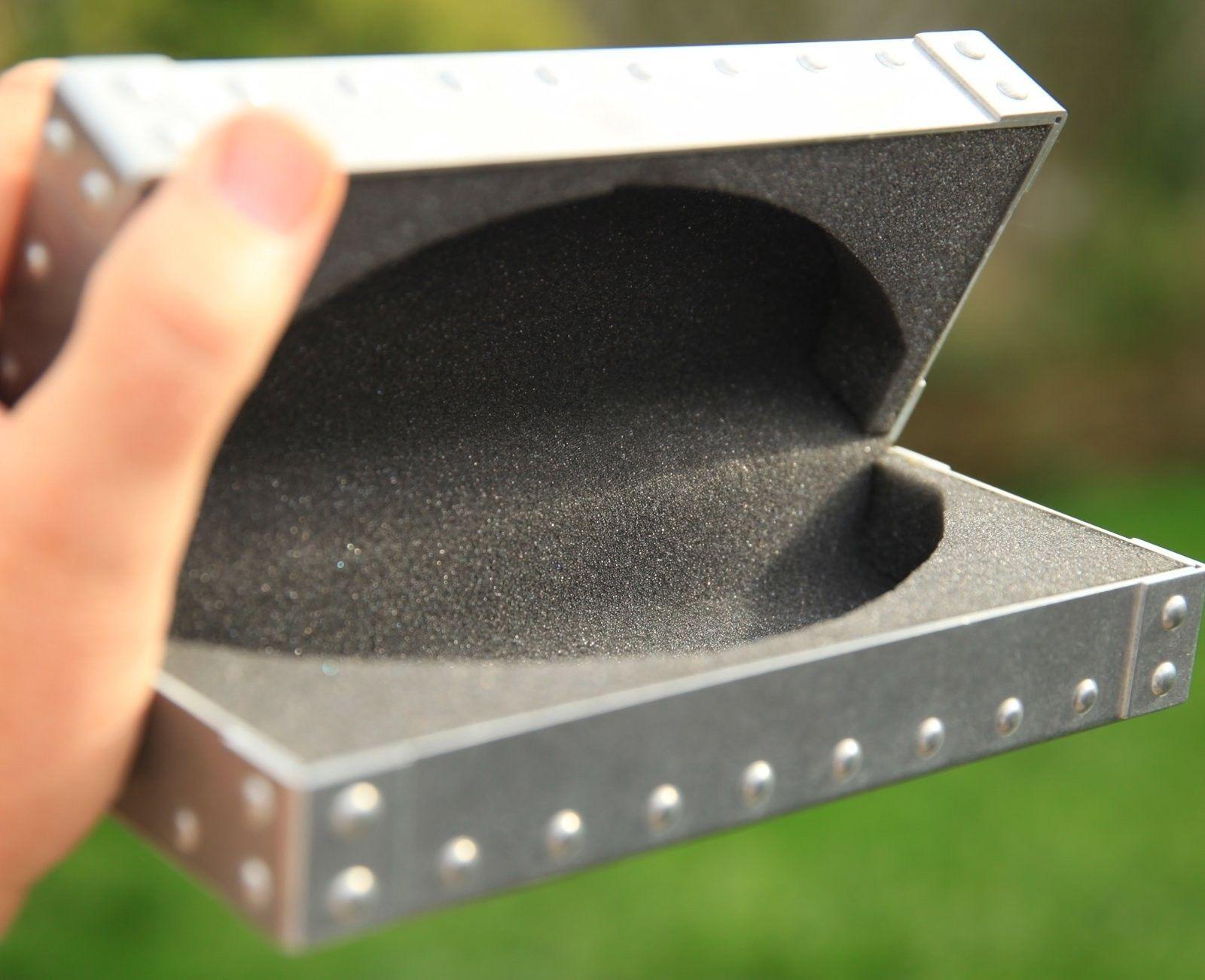 BNIB X-Metal Vault - IMG_9964.jpg