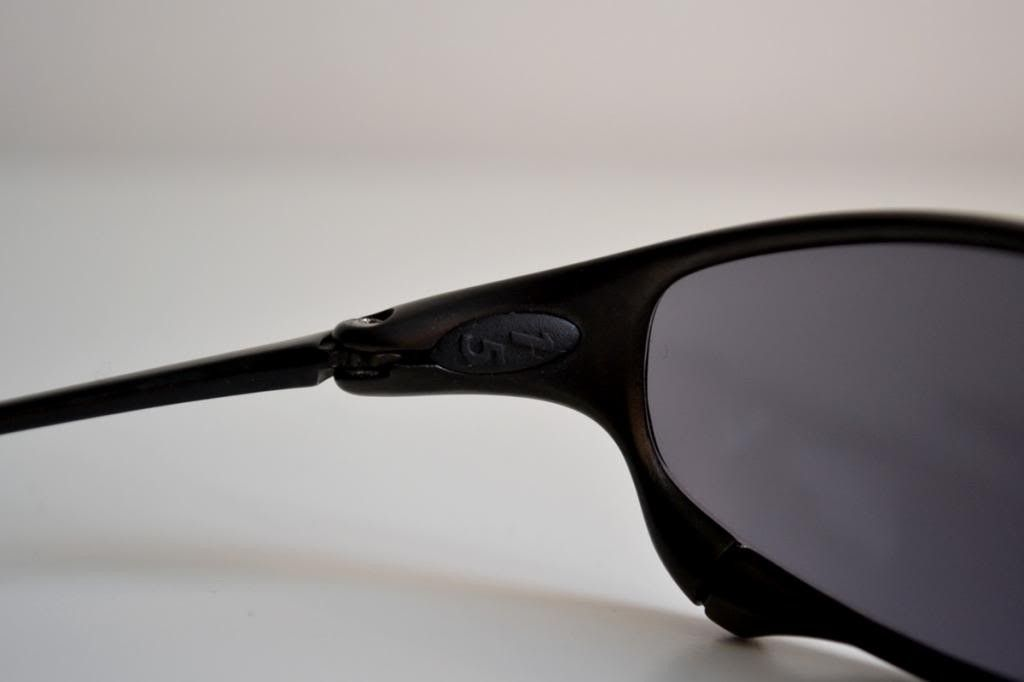 Just Bought A Pair Of Juliets. Good Deal? And Need Help Identify Frame/lenses - inner-left_zpsf871a8be.jpg