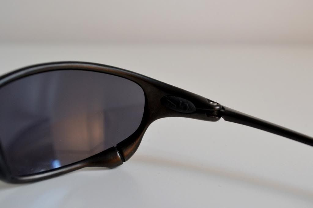 Just Bought A Pair Of Juliets. Good Deal? And Need Help Identify Frame/lenses - inner-right_zps5c393d14.jpg