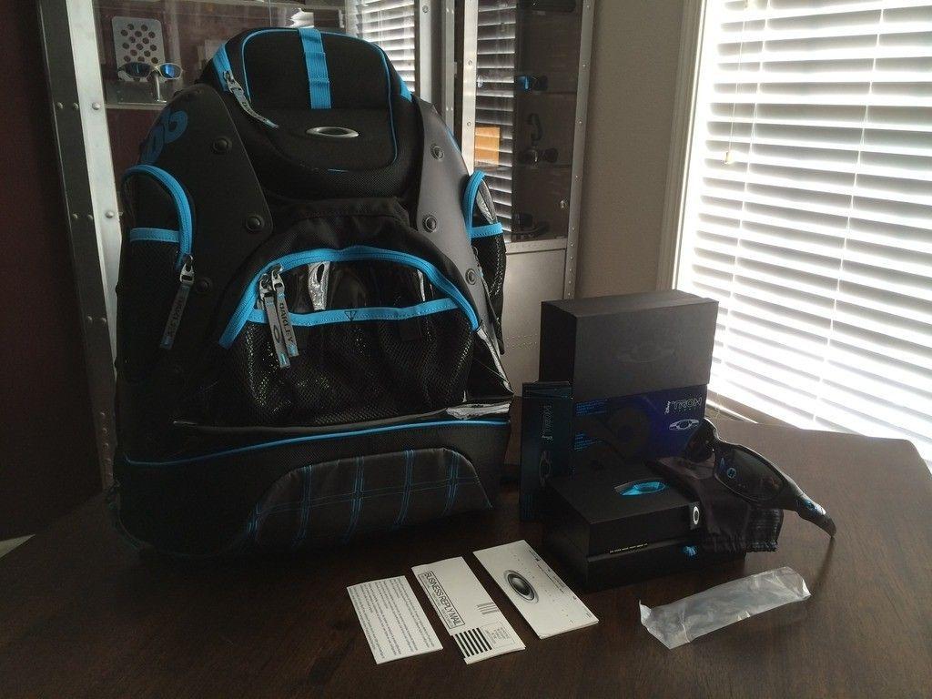 BNIB Tron Pit Boss / Backpack Set - iphone%202014-15%20655.jpg