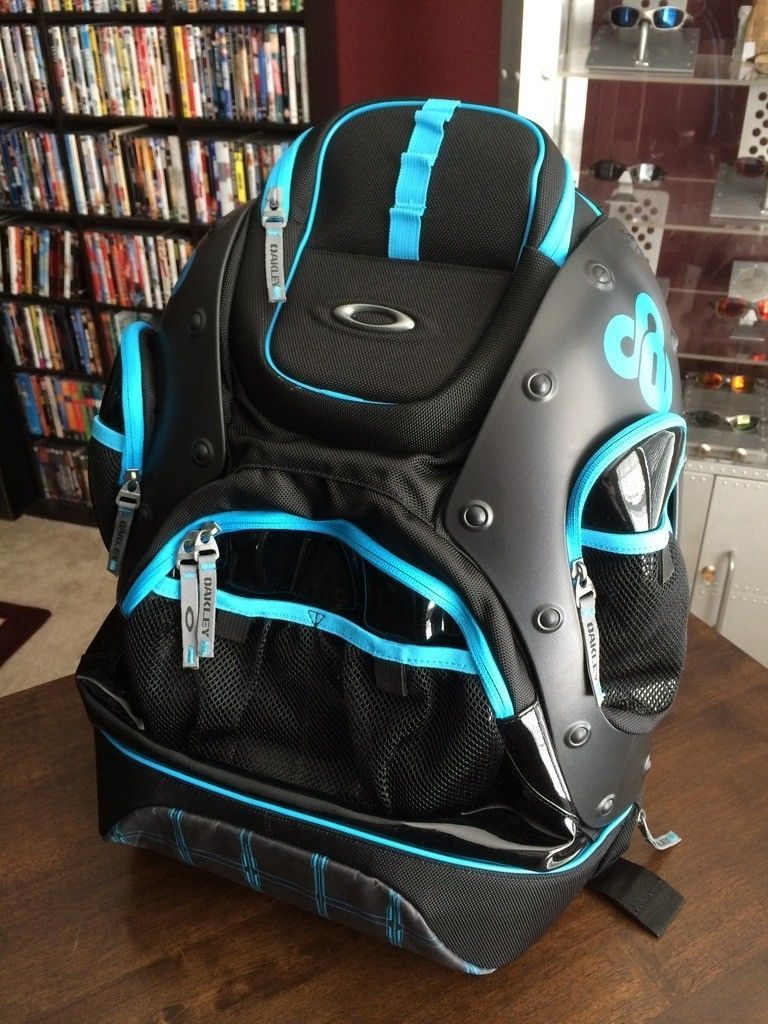 BNIB Tron Pit Boss / Backpack Set - iphone%202014-15%20663.jpg