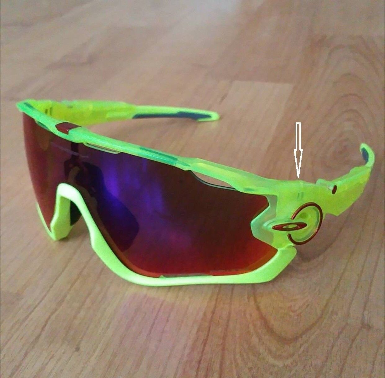 How to Dismantle / Take Apart an Oakley Jaw Breaker? - j break 1.jpg