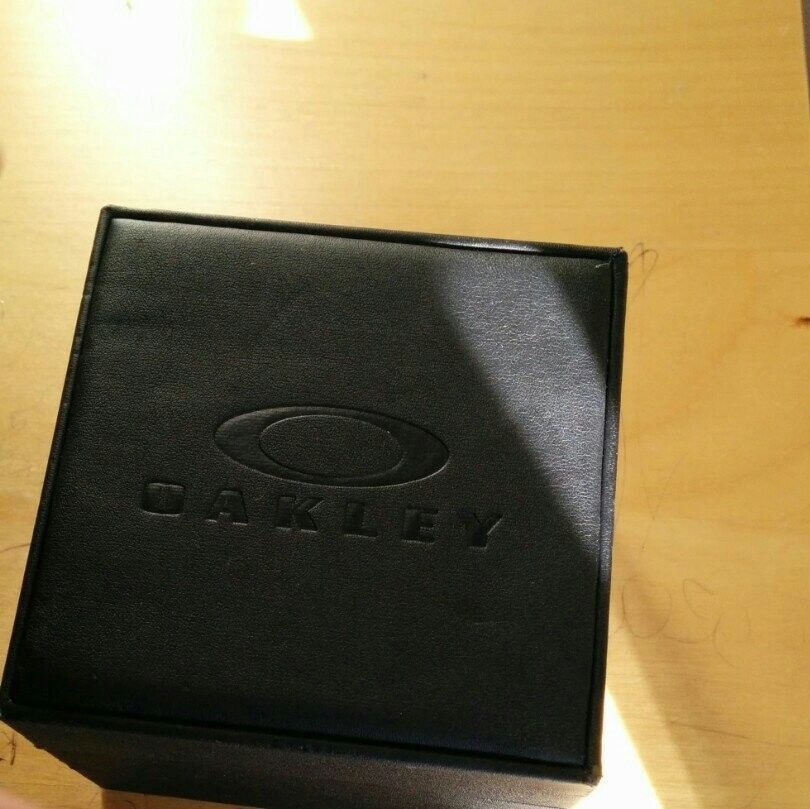 Oakley Watch Case - nesyne5e.jpg